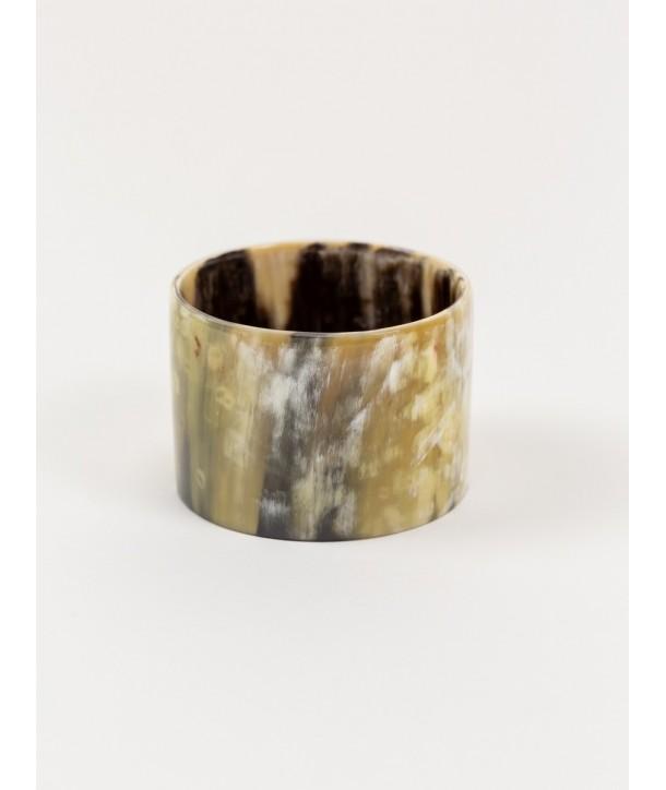 Bracelet large en corne noire marbrée