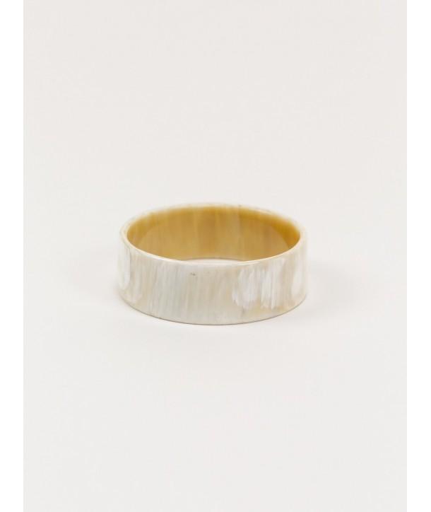 Flat bracelet in blond horn