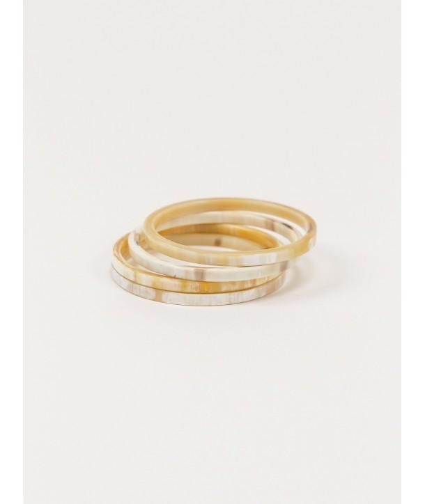 4 thin bracelets in blond horn
