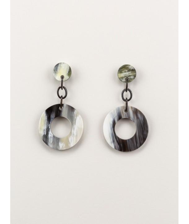 Wide ring earrings in marbled black horn