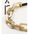 Stem necklace with rectangular rings in blond and black horn