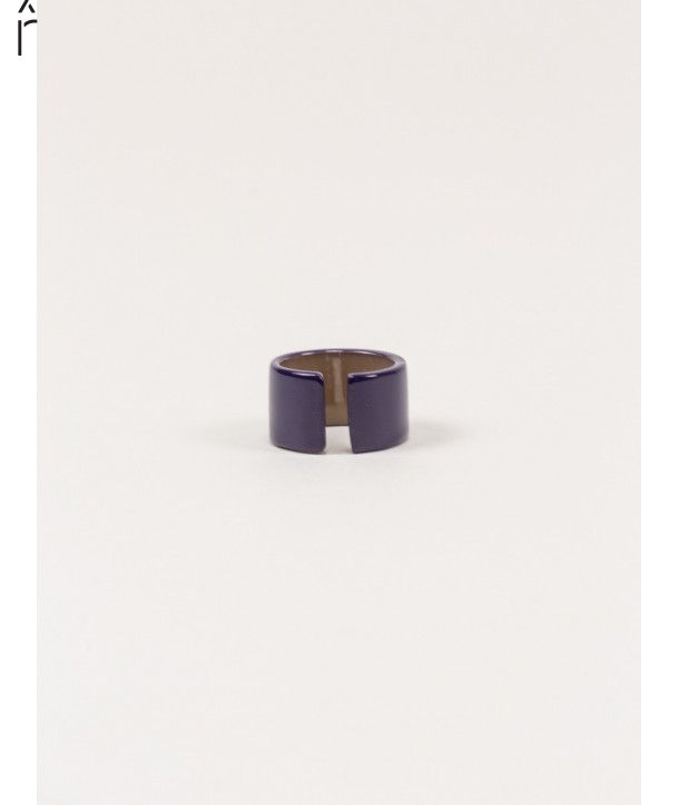 Jonque ring in blond horn and purple lacquer