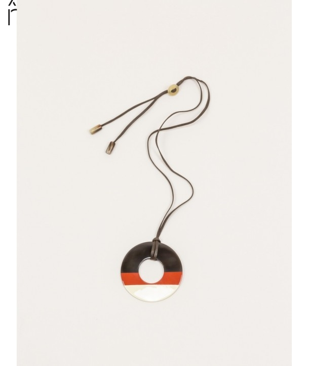 Ring pendant in buffalo hoof and brick and ivory lacquer