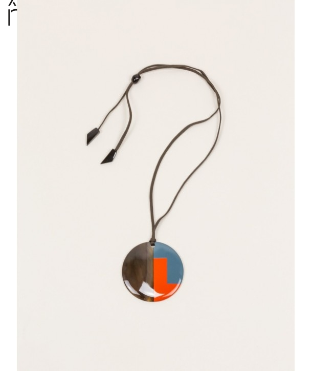 Disc pendant in buffalo hoof and bicolor lacquer