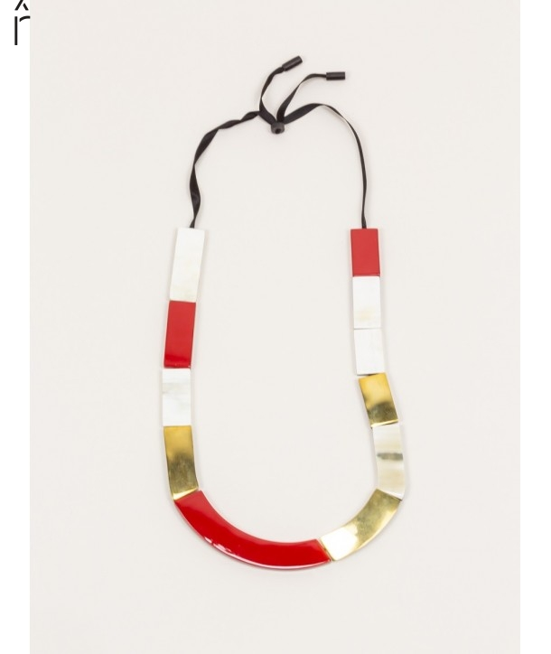 Plates necklace in blond horn and brass with red lacquer