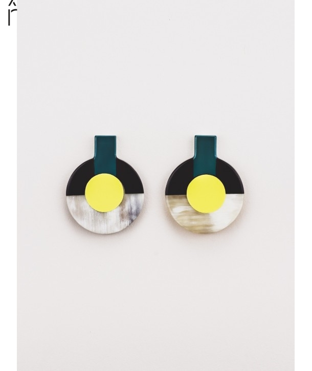 A2 earrings in blond horn and tricolor lacquer