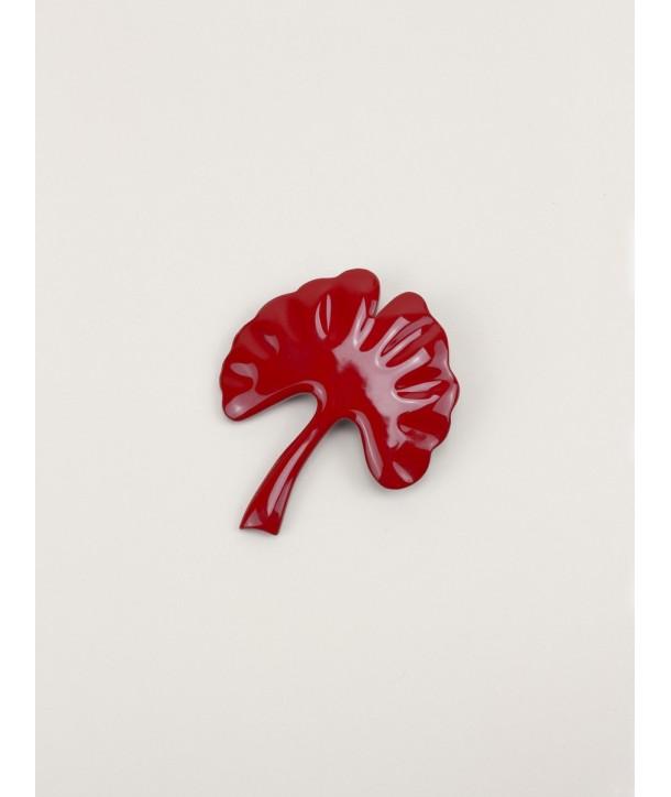 Broche gingko laquée rouge