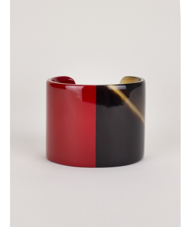 Red-lacquered natural horn cuff
