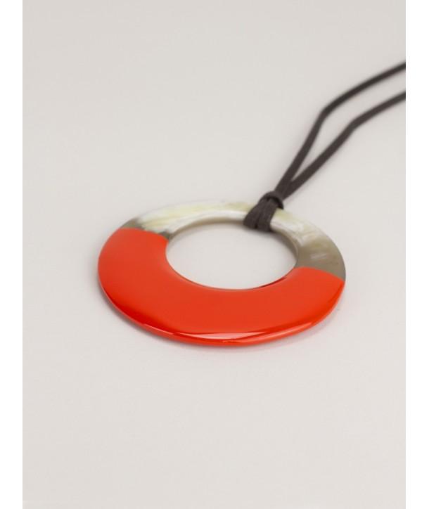 Pendentif petit anneau irrégulier laqué orange