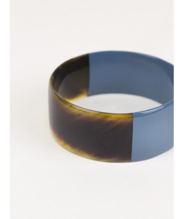 Bracelet plat en corne laqué gris-bleu