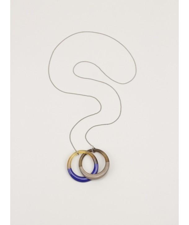 Pendentif chaîne 2 anneaux entrelacés bleu indigo et café crème