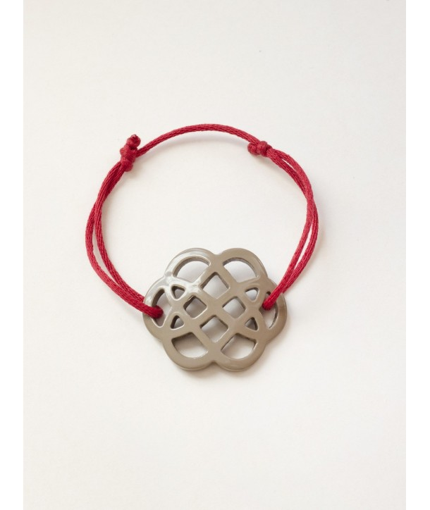 Cream coffee lacquered flower-shape wire bracelet
