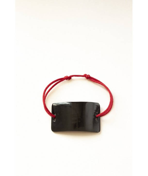 Wire bracelet with a rectangular plate in black horn