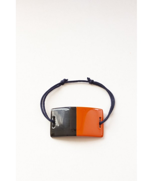 Wire bracelet with a rectangular orange lacquered plate