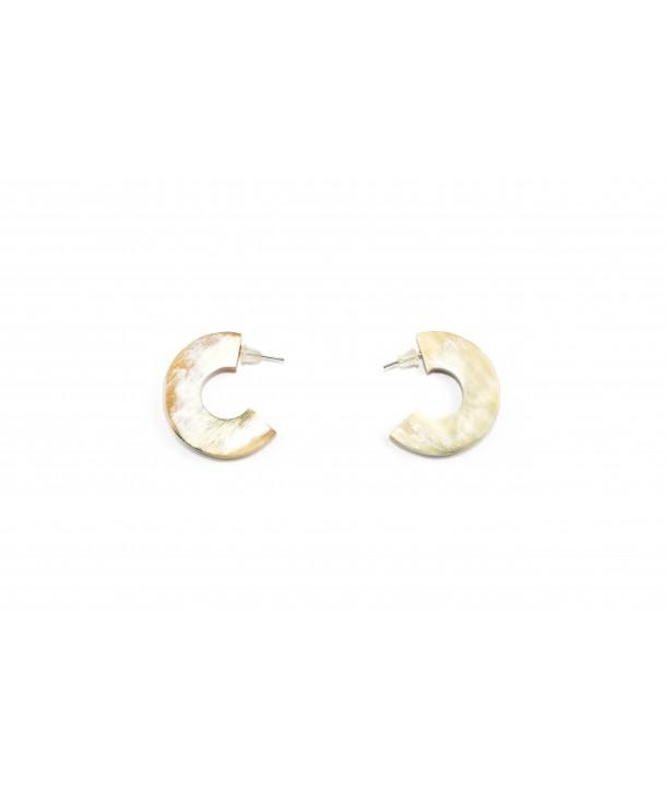 Open flat ring earrings in blond horn