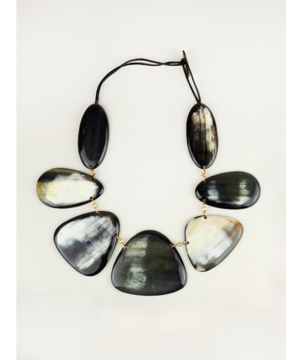 7-plate long necklace in marbled black horn