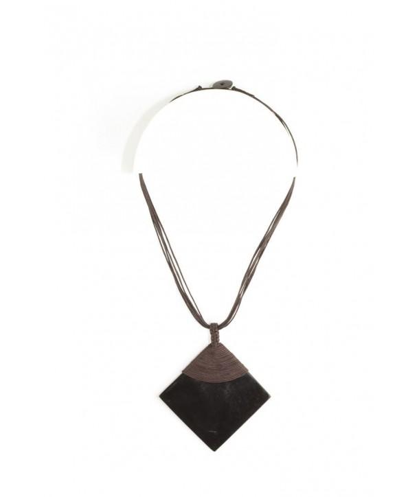 Pendentif losange en corne noire unie gainé fil coton brun