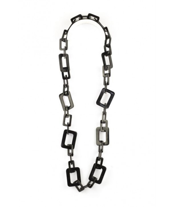 Small and big rectangular rings long necklace in plain black horn