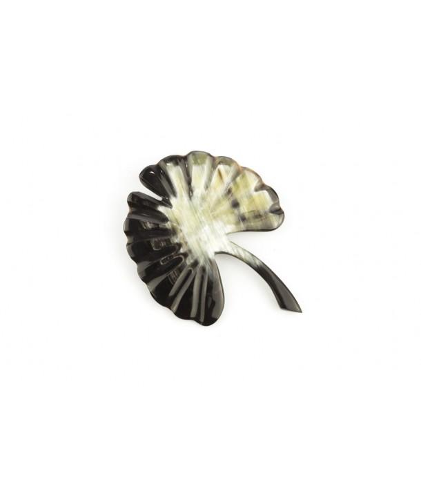Grande broche ginkgo en corne noire marbrée