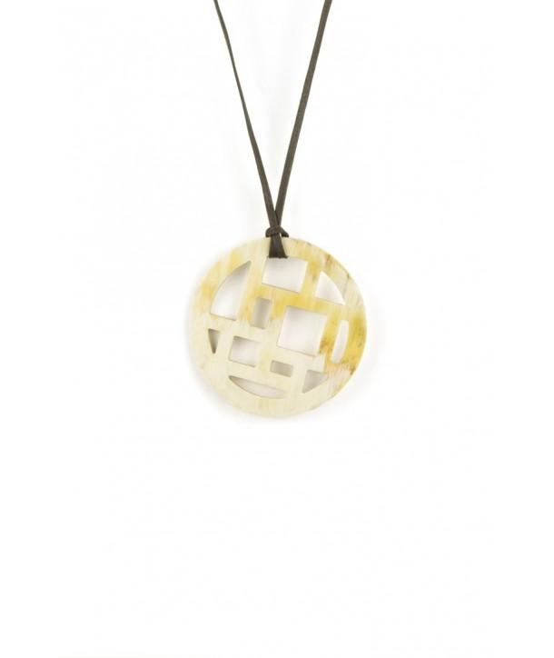 Checkered pendant in blond horn